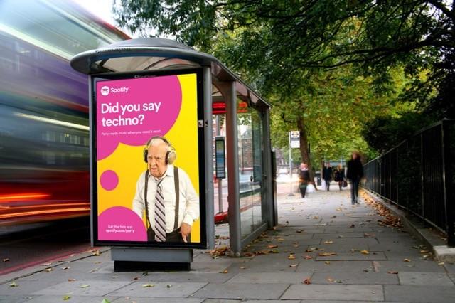 Biển quảng cáo tại nhà chờ xe bus