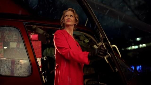 """Quảng cáo phong cách """"bà già Noel 007"""" mới là mốt"""