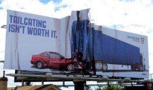 """Một quảng cáo về an toàn giao thông ấn tượng và """"thảm khốc"""" như thế này chắc hẳn sẽ khiến các chủ phương tiện phải cực kỳ """"vững tay lái"""" và tuân thủ luật giao thông đây!"""