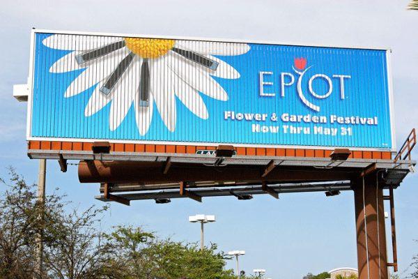 Kích thước biển quảng cáo tấm lớn trong và ngoài đô thị