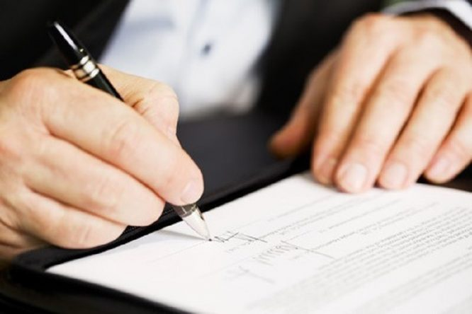 Ký kết hợp đồng cần xem xét đến các điều khoản