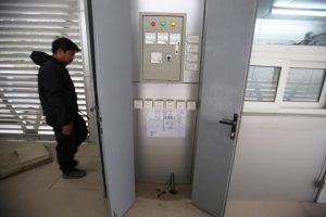 Hệ thống tủ điện, bảng điều khiển đang được hoàn thiện.