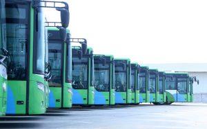 Xe buýt nhanh đỗ tại bến xe Yên Nghĩa (Hà Đông), dài khoảng 12,2 m; rộng 2,5 m, có 26 ghế, sức chứa khoảng 90 người.