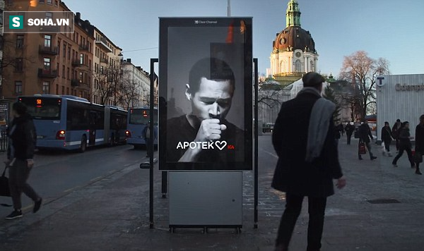 Đoạn quảng cáo được đặt ở nơi nhiều người qua lại, thu hút sự chú ý của rất nhiều người hút thuốc lá.