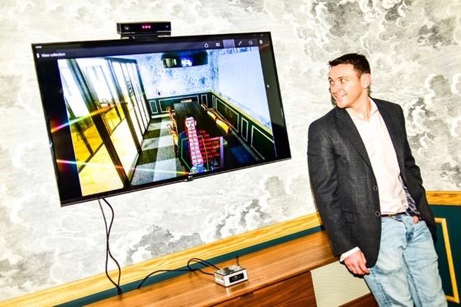 Schiffman sáng lập ra TVision, start-up với 30 nhân viên cùng với một bạn học khác.