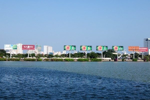 UBND TP Đà Nẵng yêu cầu điều chỉnh hệ thống bảng quảng cáo dọc bờ sông Hàn
