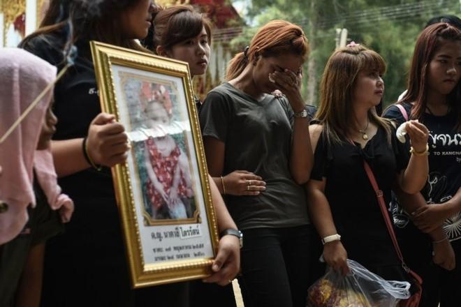 Lễ tang đẫm nước mắt của bé gái 11 tháng tuổi bị cha đẻ sát hại tại Thái Lan.