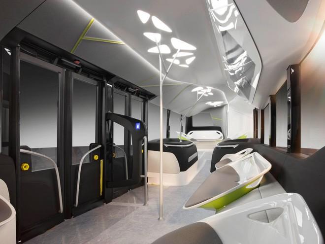 Nội thất tuyệt đẹp của chiếc buýt Mercedes.