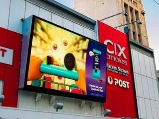 So sánh biển quảng cáo truyền thống với màn hình LED ngoài trời