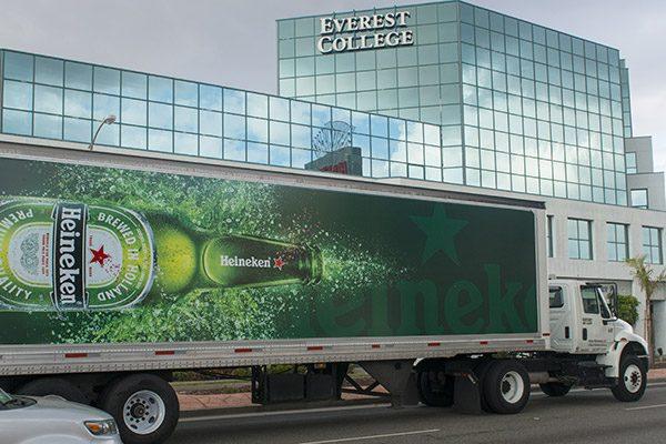 Vì sao nên dán quảng cáo trên xe tải?
