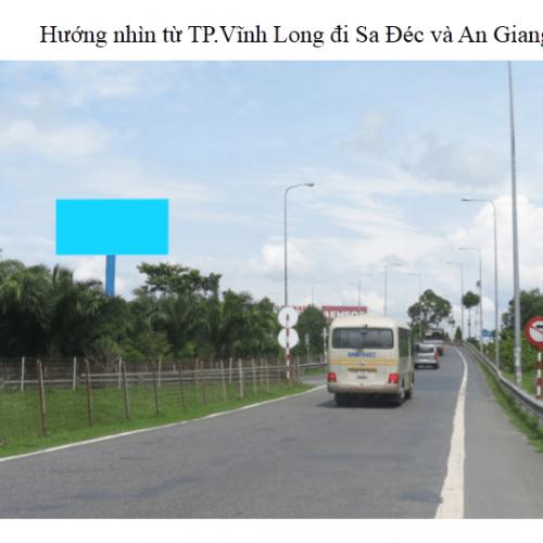 Billboard quảng cáo tại chân cầu Mỹ Thuận, tỉnh Vĩnh Long