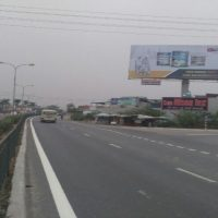 Billboard quảng cáo tại Đền Trần, Nam Định