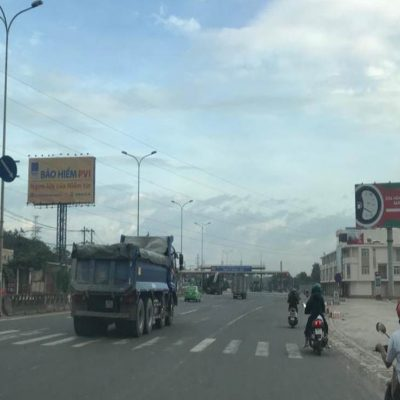 Billboard tại trạm thu phí số 1, KCN Tam Phước – Quốc lộ 51, Bạc Liêu