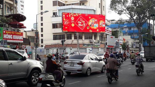 Màn hình LED tại Giao lộ Trần Hưng Đạo - Nguyễn Biểu, Quận 5, TPHCM