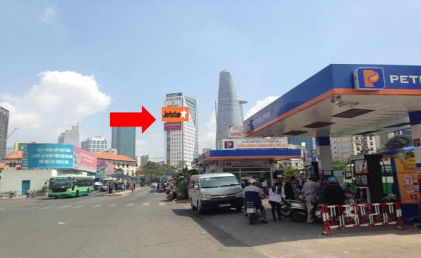 Pano quảng cáo tại trước cổng Chợ Bến Thành, Quận 1, TPHCM