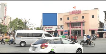 Pano quảng cáo tại Vòng xoay Nguyễn Trung Trực, Long An