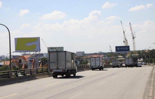 Billboard tại cầu vượt ngã ba Tân Vạn, QL 1A, huyện Dĩ An , Bình Dương