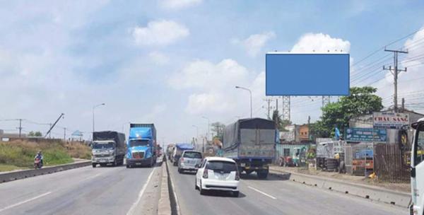 Billboard ở đối diện nhà Ga Metro Suối Tiên, Xa lộ Hà Nội, Bình Dương