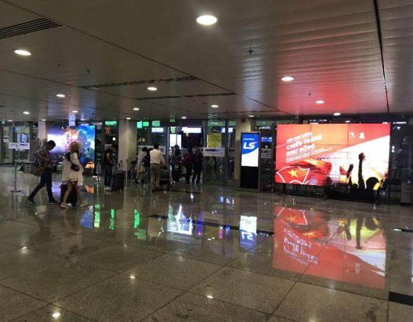 Màn hình LED tại Sảnh đến ga quốc nội sân bay Tân Sơn Nhất, TPHCM