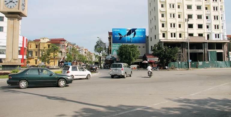 Pano ở Vòng xoay cột Đồng Hồ, ngã tư Nguyễn Trãi – Lý Thái Tổ, Bắc Ninh: