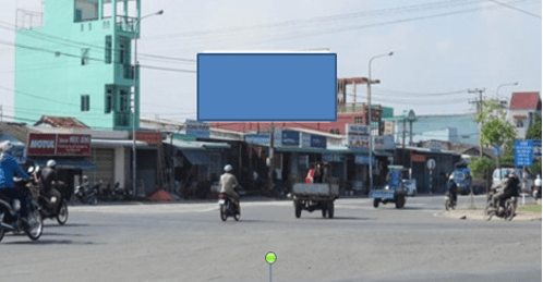 Pano quảng cáo tại Vòng xoay Đài liệt sĩ, Long An
