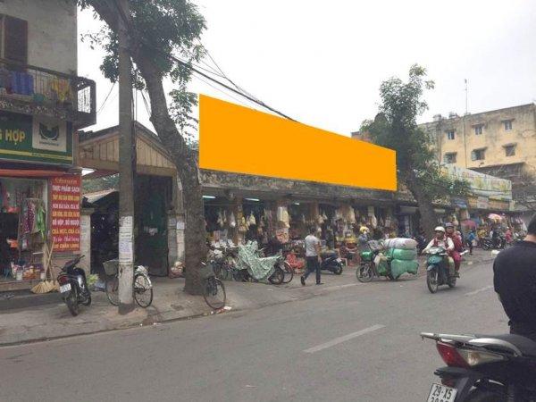 Biển quảng cáo tại chợ Châu Long, quận Ba Đình, Hà Nội