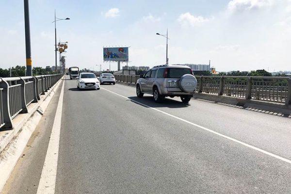 Billboard quảng cáo ở Chân cầu Hoá An, Biên Hoà, Đồng Nai