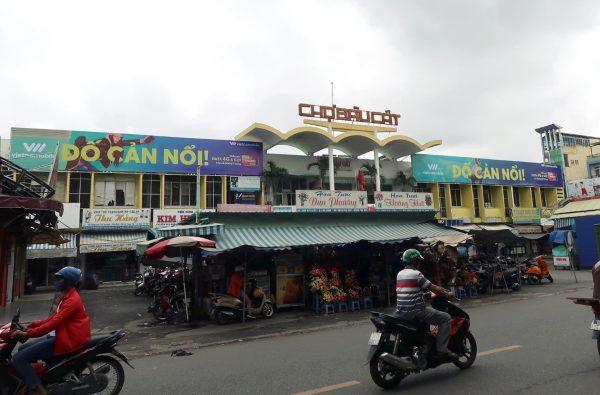 Biển quảng cáo tại Chợ Bàu Cát, Tân Bình, TPHCM