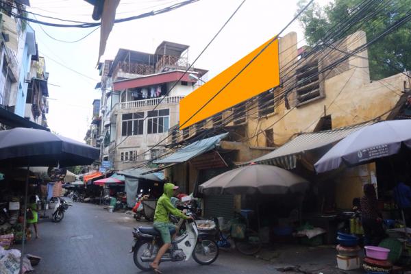 Biển quảng cáo chợ Ngô Sỹ Liên, Đống Đa, Hà Nội