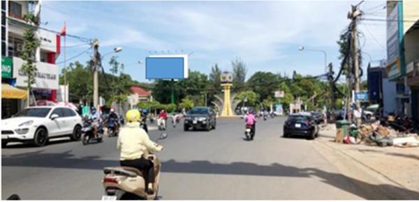 Billboard ở vòng xoay công viên Biên Hùng, Đồng Nai