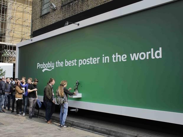 Độc đáo với ý tưởng biển quảng cáo ngoài trời có thể ăn được