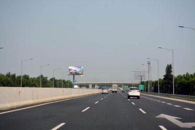 Billboard tại nằm tại vị trí Km21+330(T) trên cao tốc Hà Nội - Hải Phòng