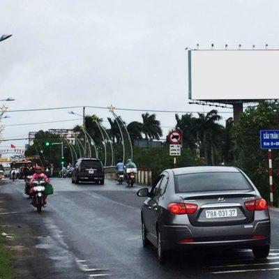Billboard tại ngã tư Trần Hưng Đạo Nguyễn Tất Thành, Tuy Hòa, Phú Yên