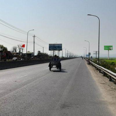 Billboard quảng cáo gần vòng xoay Phú Lâm, Phú Yên