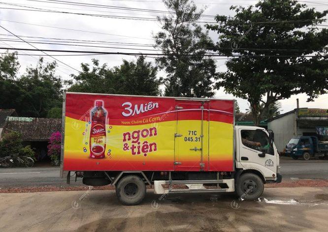 quảng cáo trên xe tải