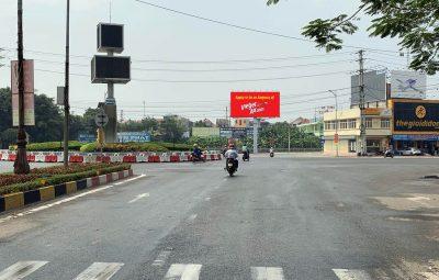 Billboard tại vòng xoay Lý Thái Tổ Mê Linh, Vĩnh Yên, Vĩnh Phúc